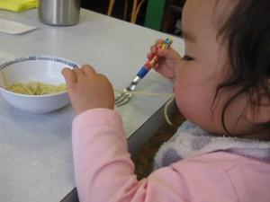9~10カ月赤ちゃんの離乳食メニューと食事量とは?