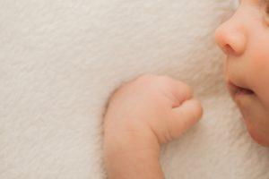 赤ちゃんの咳が夜中にひどくなる