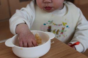 生後9ヶ月頃の離乳食の進め方は?手づかみ食べにおすすめのレシピも紹介します!