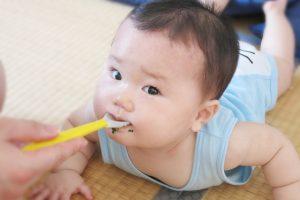 生後5ヶ月からの赤ちゃんの離乳食の進め方