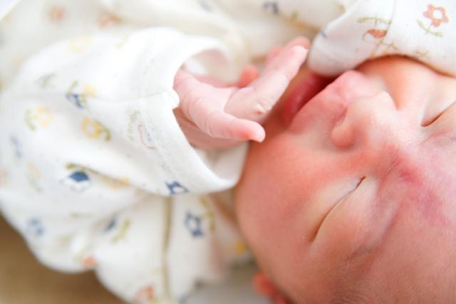 赤ちゃんのしゃっくりが多いとき止める方法とは?止まらない原因とは何?